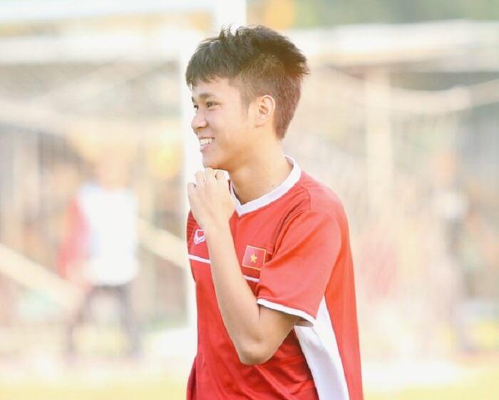 Lê Minh Bình là cầu thủ xuất sắc được nhiều người yêu thích