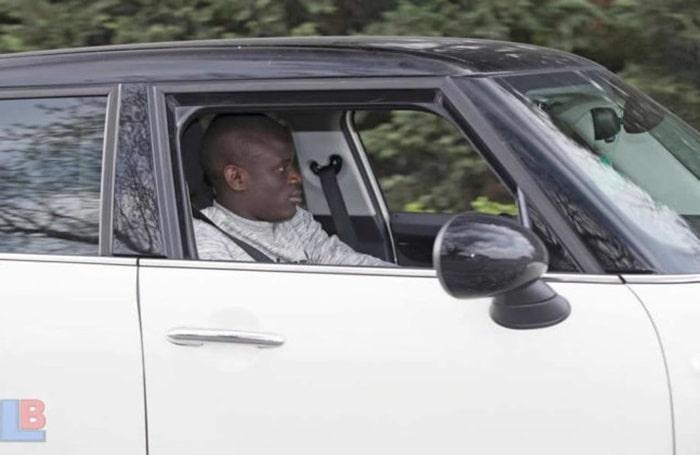 N'Golo Kante trên con xe cũ của anh ấy