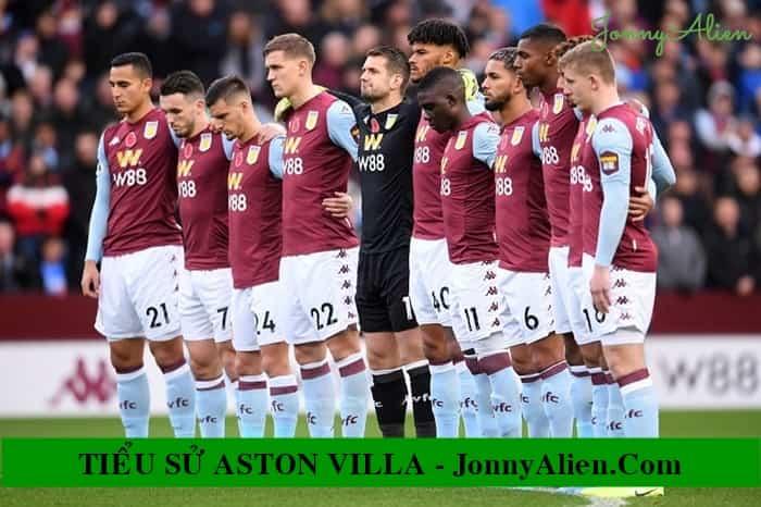 Các cầu thủ của Aston Villa trên sân cỏ