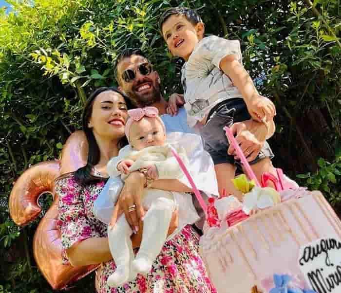 Leonardo Spinazzola cùng vợ và các con